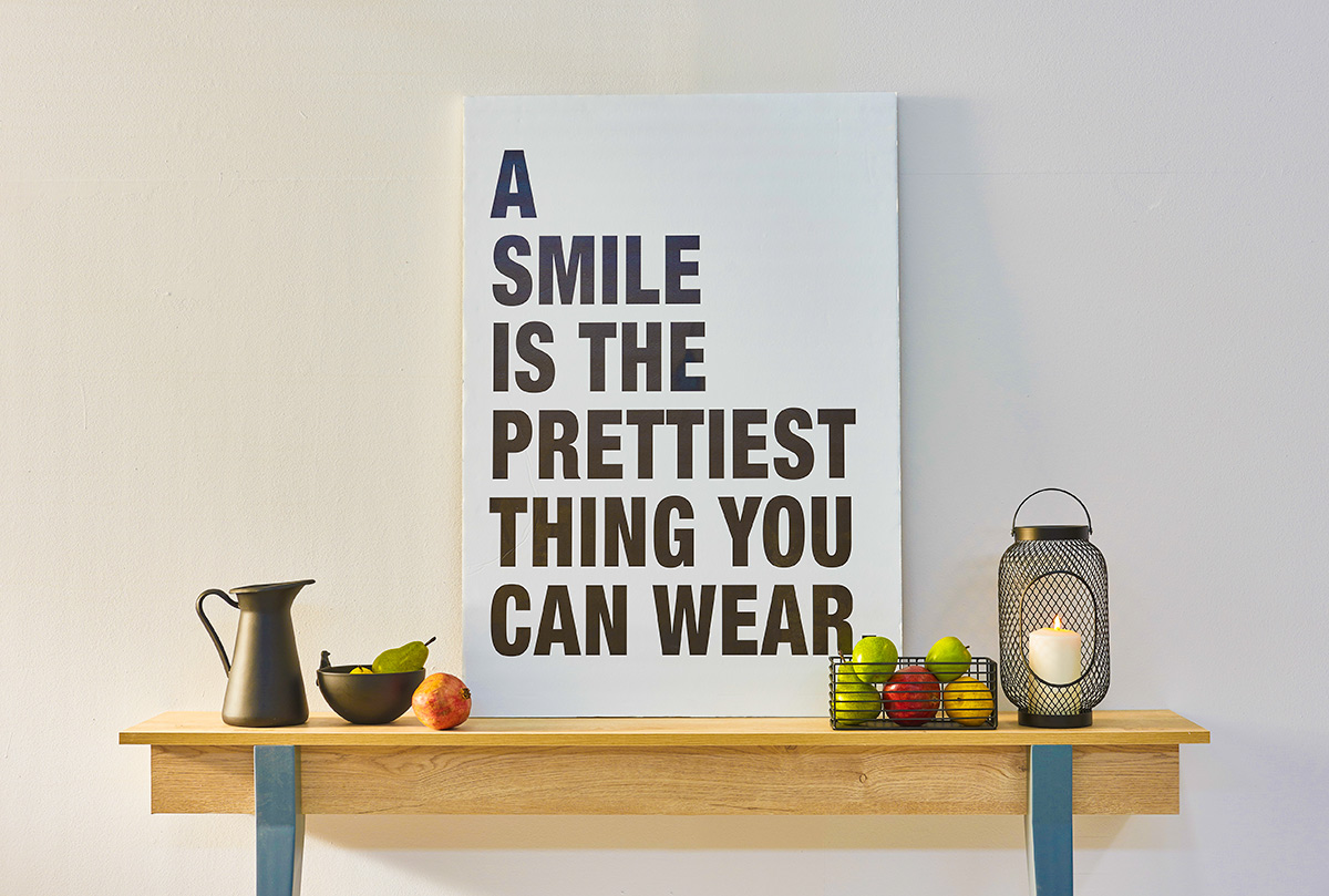 Английские фразы. A smile is the prettiest thing you can wear